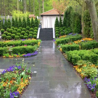 Ogród przy zabytkowej willi w Gdańsku