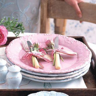 Pastelowe talerze w stylu vintage. LOVELY HOME