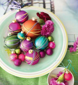 Kolorowe kulki - jak cukierki. Świąteczne dekoracje: bombki na stół!