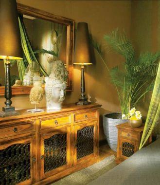 Meble z kolekcji Grenada zrobione są z drewna palisandru w odcieniu Indian Honey. ALMIDECOR
