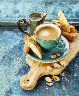Kawa: w czym ją parzyć i pić, by nie stracić nic ze smaku? Aby znaleźć idealny smak kawy testujemy
