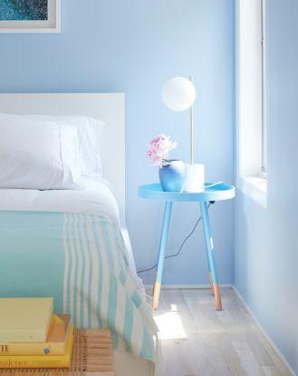 Kolor w sypialni: aranżacja w błękitach z palety Color Trends 2020 marki Benjamin Moore