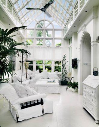 Londyński dom w St. John s Wood tonie w bielach.
