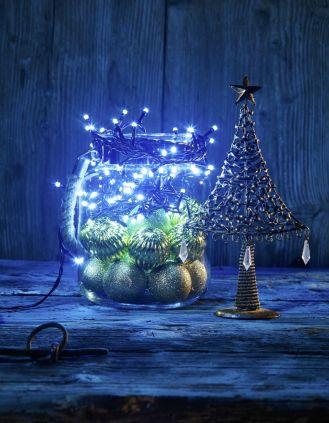Lampki nawet z najprostszej dekoracji zrobią magiczną ozdobę.