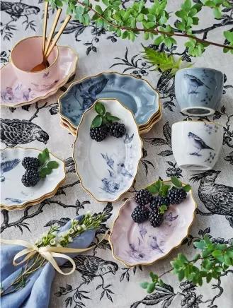 porcelana z kolekcji werandy i majoliki nieborów