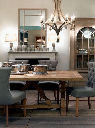 duży rodzinny stół