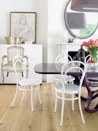 Numer 14, bo tak nazywa się najsłynniejsze krzesło świata, nie onieśmiela ani kształtem, ani materiałem.