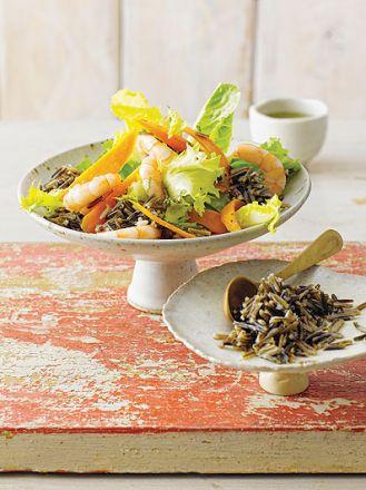 Sałatka z dzikiego ryżu z krewetkami i marchewką