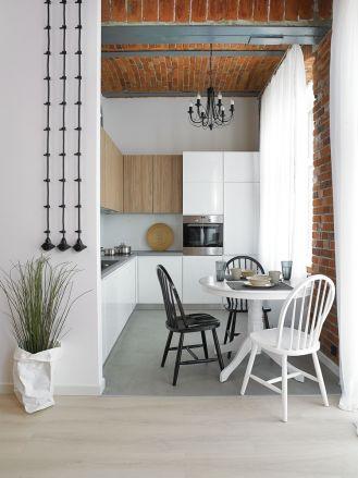 czerwona cegła na ścianie w kuchni