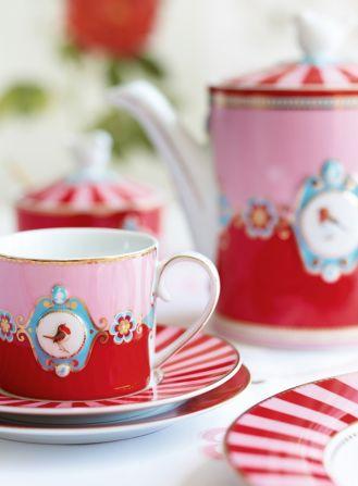 dzbanek do herbaty z filiżankami