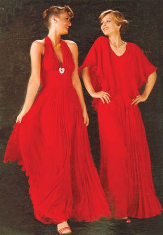 Suknie wieczorowe, lata 70. XX w. Treny, fraki, krynoliny