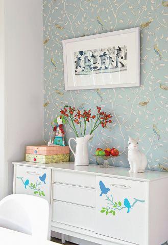 Ptaszki namalowane na komodzie. Dekoracyjne ptaki - szablon do malowania
