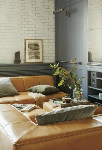 Rude kanapy to BoConcept, poduszki są z NAP, wazony z Malabelle, naczynia ceramiczne i taca