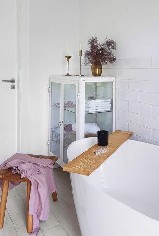 biała łazienka w stylu skandynawskim pomysły