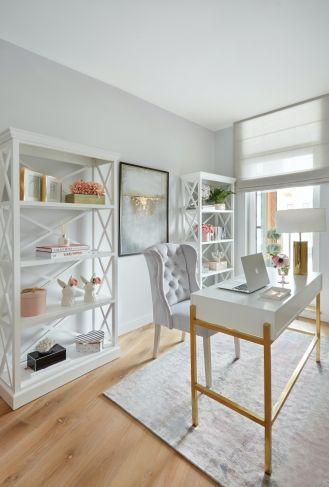 domowe biuro z pastelowymi dodatkami
