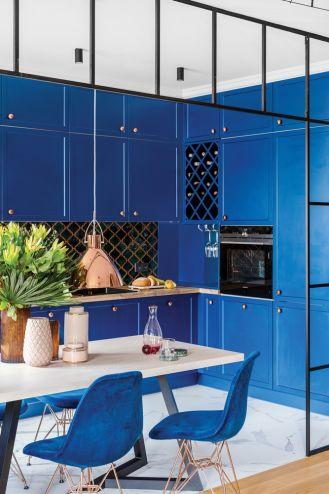 niebieskie fronty mebli kuchennych