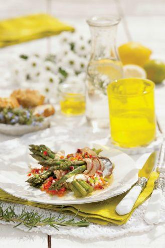 Szparagi z makrelą