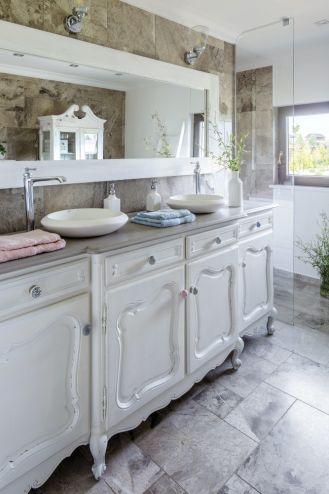 białe szafki łazienkowe shabby chic