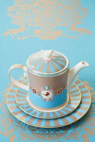 niebieski dzbanek do herbaty