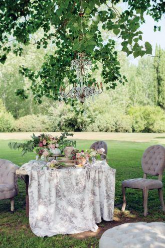 dekoracja stołu na romantyczną kolację