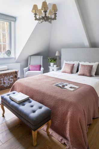 sypialnia na poddaszu styl prowansalski