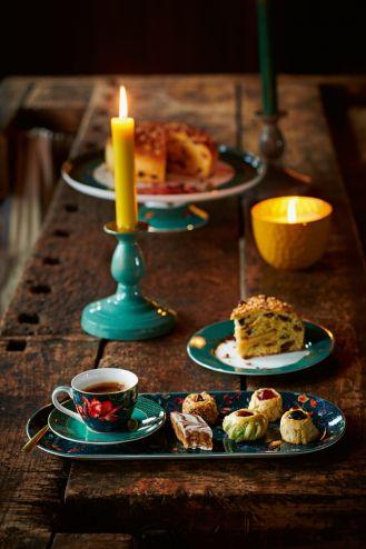 filiżanki do kawy z talerzykami deserowymi