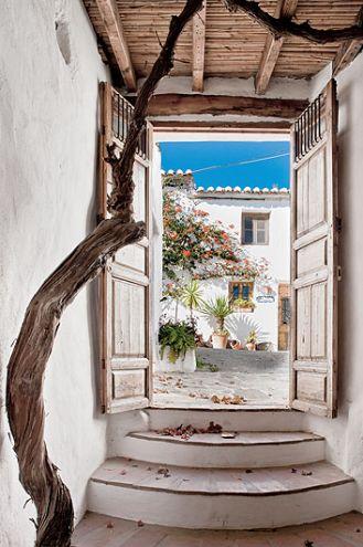 Dom odnowiony tradycyjnymi metodami przy użyciu kamieni, zaprawy i wapna.