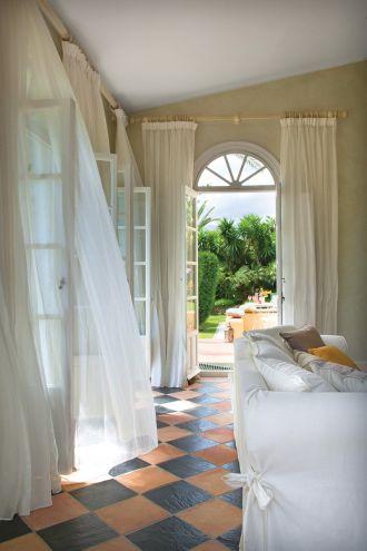 muślinowe firanki w oknach