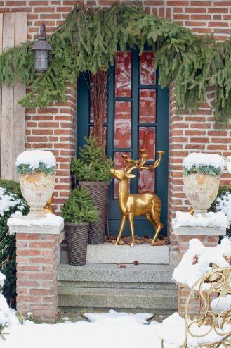 bożonarodzeniowe dekoracje drzwi wejściowych