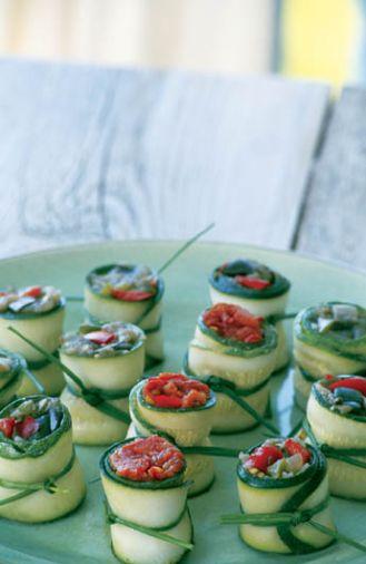 Wegetariańska wariacja na temat sushi - roladki z cukinii nadziewane pastą z papryki i bakłażana