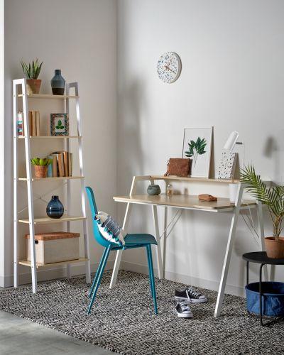 jak ustawić biurko względem okna
