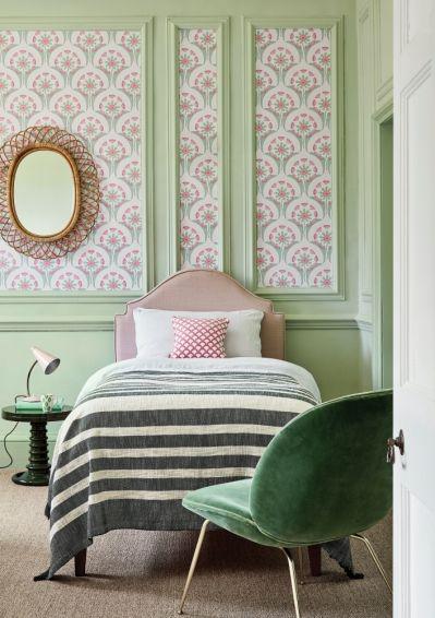 lamperia z tapety w sypialni