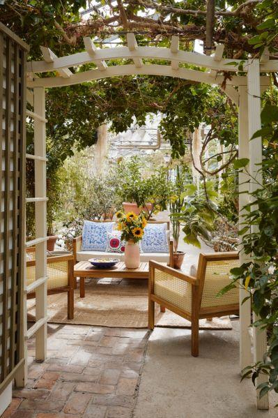 kącik do wypoczynku w ogrodzie
