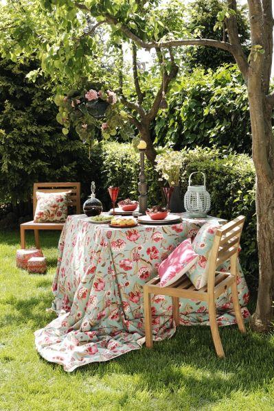 kącik wypoczynkowy w ogrodzie rustykalny
