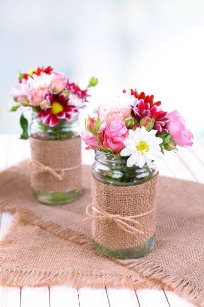 kompozycje kwiatowe w słoiku