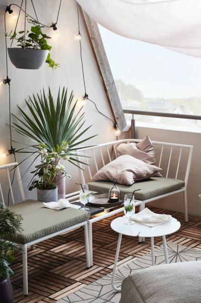 kącik wypoczynkowy na balkonie