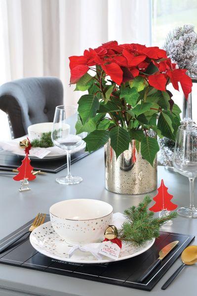czerwone ozdoby świąteczne na boże narodzenie