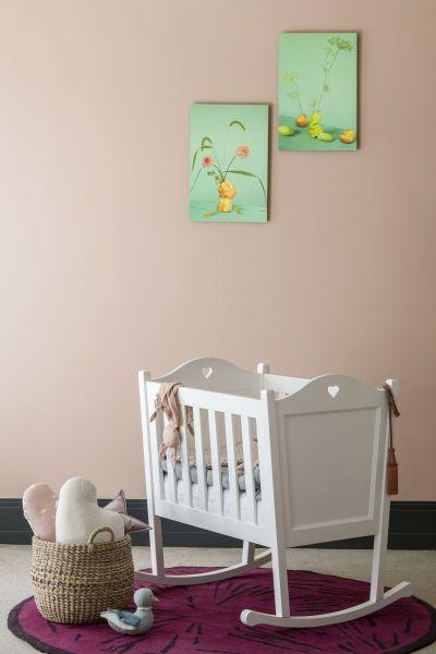 białe meble drewniane do pokoju dziecięcego