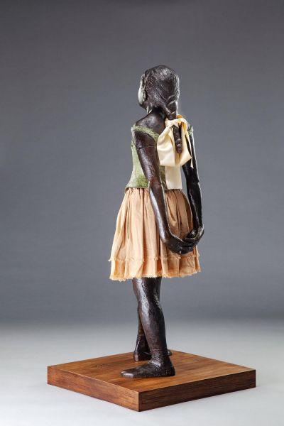 Rzeźba mała czternastoletnia tancerka
