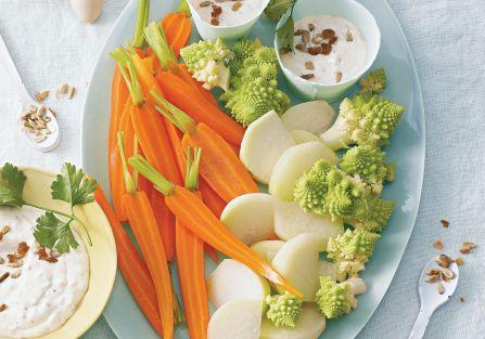 Wiosenne warzywa z dipem