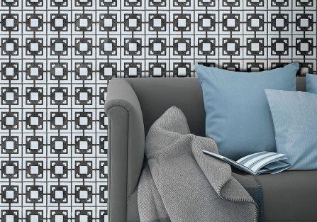 szare kafelki na ścianie