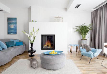 Biel i morski błękit to dominujące kolory w domu.