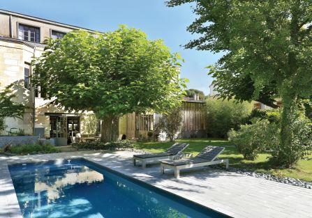 nowoczesny dom z tarasem i ogrodem