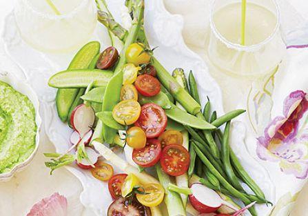 Chrupiące warzywa z dipem groszkowym