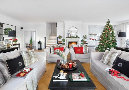 czerwono srebrne dekoracje bożonarodzeniowe