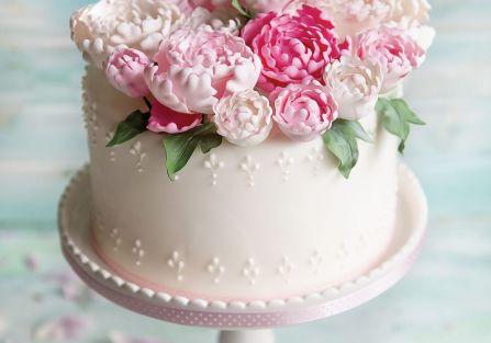 Dekoracje tortów: kwiaty z cukru