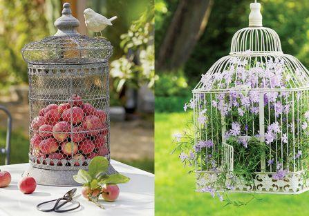 Dekoracyjną klatkę można zaaranżować na wiele sposobów - w zależności od stylu wnętrza, pory roku, okoliczności świątecznych.