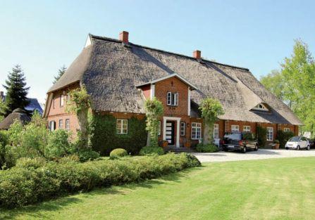 Dom zbudowano w latach 20. XIX w. Jednak czas i chybione pomysły poprzednich właścicieli sprawiły,