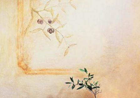 Fresk przedstawiający gałązkę oliwną zdobi ścianę.