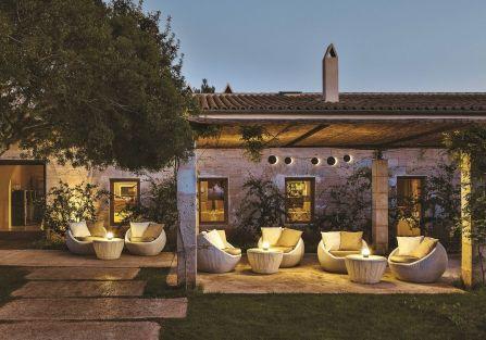 JUNE, kolekcja lamp wiszących, podłogowych i stołowych. Z wiszących można stworzyć girlandę światełek i rozpiąć